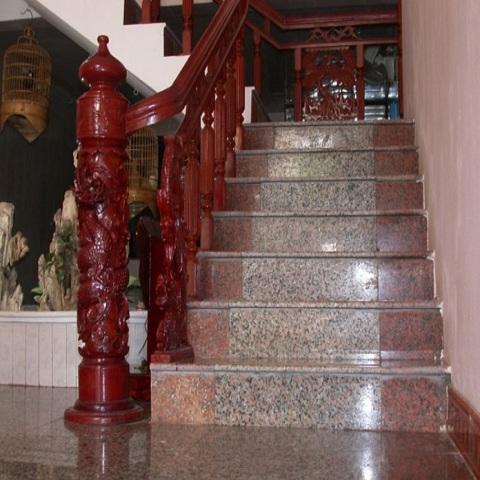 cau-thang-da-granite-da-marble-da-nhan-tao-tai-tphcm-696×522
