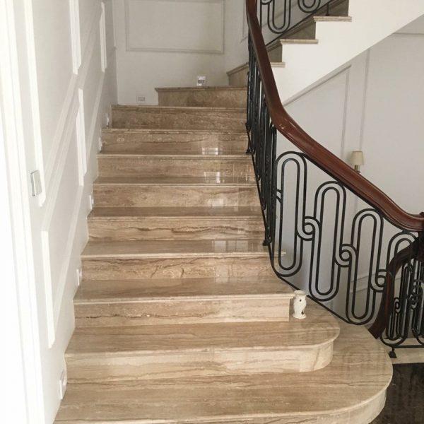 đá vân gỗ cầu thang